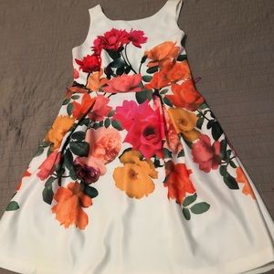Flower dress with bright flowers front and back,